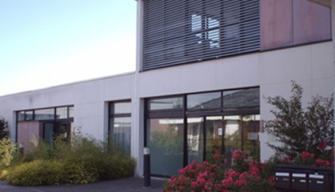 Façade du bâtiment de la bibliothèque d'Acigné