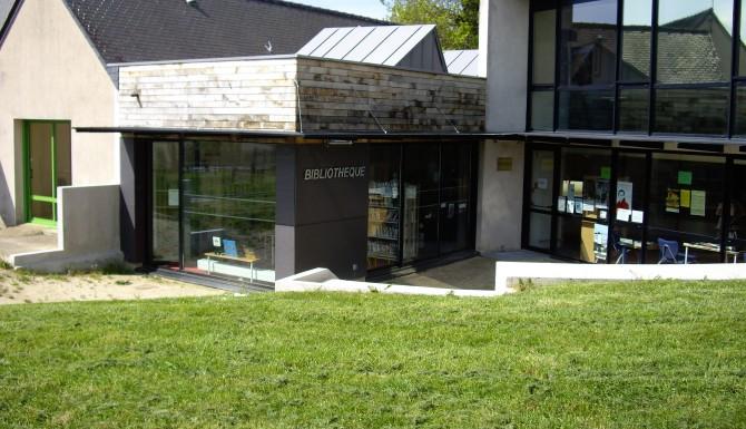 Vue de face du bâtiment de la bibliothèque