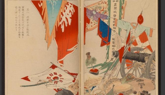 Estampe japonaise : Drapeaux et fanions japonais disposés autour d'un canon et d'uniformes de guerre.