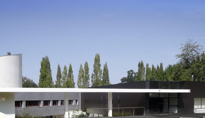 vue extérieure du bâtiment. très moderne et blanc