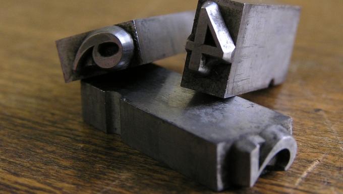 caractères métalliques d'imprimerie