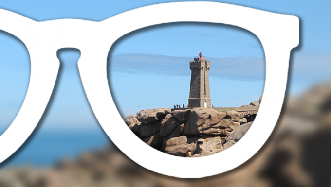 Phare breton vu au travers d'une lentille optique.