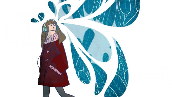 Jeune femme avec des ailes stylisées de papillon