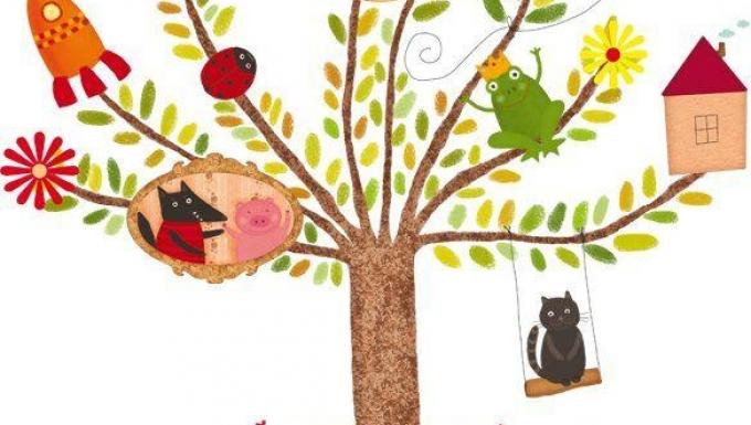 Arbre avec personnages positionnés aux ramifications des branches