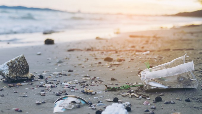 Photo de déchets sur une plage