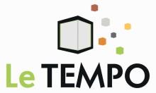 """logo du centre culturel/ Cube blanc à côté duquel gravitent des petits cubes de couleur. Sous le logo, les mots """"Le"""" en vert et """"Tempo"""" en noir"""