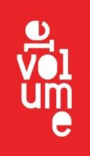 """lettres stylisées blanches sur fonds rouge. Forme le mot """"le volume"""""""