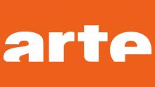 logo de la chaine ARTE. Le mot arte en blanc, rogné sur le bas des lettres, sur fonds orange.