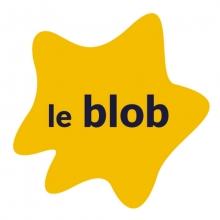 """Logo """"Le Blob"""". Lettres stylisées noires sur un fond jaune en forme de tache."""