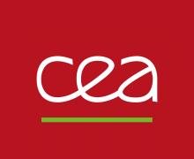Logo CEA. Des lettres stylisées blanches sur fond rouge.