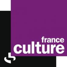 Logo France Culture : Lettres stylisées blanches sur deux carrés de couleur noire et mauve.