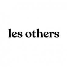 Logo Les others : Lettres stylisées noires sur fond blanc.