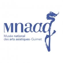 Logo du musée présentant son sigle mnaag et un dragon stylisée. L'ensemble du logo est mauve