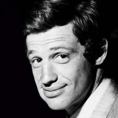 Portrait en noir et blanc de Jean-Paul Belmondo, 1960.