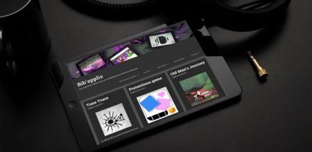 """Tablette tactile affichant la page d'accueil du blog """"Bib' Applis""""."""