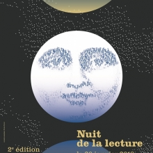 Illustration : astre lunaire avec un visage. Les traits de ce visage sont composés de lettres.