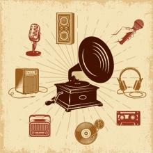 Image rétro d'un grammophone, ampli, cassette vidéo, micro, vinyle...